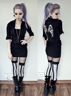 Nu-goth outfit: shirt, top, stockings and swing 220 boots (by Rosa Pekkanen) Hipster Grunge, Grunge Goth, Grunge Style, Pastel Grunge, Nu Goth Style, Pastel Goth Fashion, Dark Fashion, Gothic Fashion, Latex Fashion