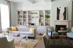 Angie Helm Interior Design Me gusta el sistema movil de la escalera en el armario para acceder a estantes altos