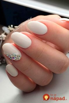 Wedding nails are considered an art expression to many brides nowadays. This wedding nail art is not just a simple wedding manicure that adds beauty to women's wedding dresses or another fashion trend. Wedding Nail Polish, Bridal Nail Art, Wedding Manicure, Wedding Nails For Bride, Wedding Nails Design, Bride Wedding Nails, Elegant Bridal Nails, Beach Wedding Nails, Simple Wedding Nails