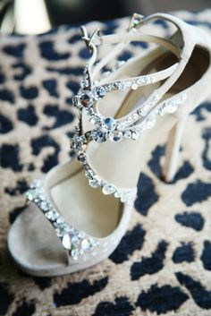 I love high heel, especially this kind of elegant chic style, however I don't have chance to put them on so far! 