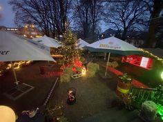 Frohe Weihnachten und einen guten Rutsch ins neue Jahr! To Go, Restaurant Bar, Outdoor Decor, Home Decor, Cold Drinks, Beer Garden, Sled, Christmas, Decoration Home