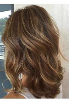 Gorgeous Brown Hairstyles with Blonde Highlights: Dark Brown Hair with Blonde Highlights