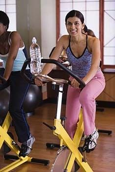 Following is a basic 7 - day workout plan that will help you to tone your body, irrespective of your age, gender or any other consideration. You can alter the plan as per your individual needs or physical constraints.