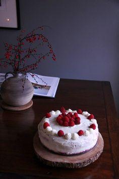 Tort cu mascarpone si fructe Cake, Desserts, Recipes, Mascarpone, Pie Cake, Tailgate Desserts, Pastel, Dessert, Cakes