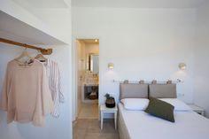 Antamoma Suites in Kythnos. Construction & Design until the final detail by Polisgram Architects Hotel Room Design, Hotel Apartment, Construction Design, Luxury Interior Design, Luxury Villa, Greek Islands, Villas, Architects, Rooms