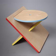 Projet étudiant : Bauhaus Stool tabouret carré rond triangle par Catherine Lee