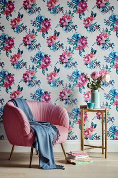A bold floral Accessorize wallpaper design featuring beautiful oversized blooms. #floralwallpaper #floraldecor #wallpaper #livingroomdecor #livingroomwallpaper #boldflorals