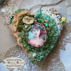 "Jewelry wall or door, large textile heart - ""woman with the Peony"" foam and green"