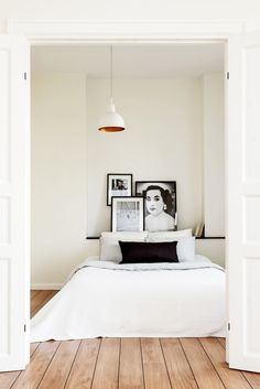 Black and white bedroom via Erik Olsson Fastigheter.