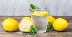 It's no secret that drinking lemon water can have miraculous effects on the body. But depending where you get your information, it can be a bit confusing on when the best time to drink lemon water … Healthy Snacks For Diabetics, Super Healthy Recipes, Healthy Foods To Eat, Zero Calorie Foods, Lemonade Diet, Drinking Lemon Water, Lemon Detox, Homemade Lemonade, Nutrition