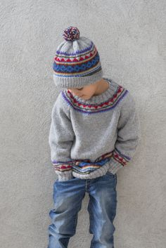 Sweater and hat in Sandnes Mini Alpakka . Pattern and yarn… Baby Boy Knitting Patterns, Jumper Knitting Pattern, Fair Isle Knitting Patterns, Knitting For Kids, Knitting Designs, Knit Patterns, Boys Sweaters, Fair Isle Sweaters, Knit Crochet