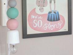Do It Yourself: Lampe mit Holzkugeln selber machen. DIY-Anleitung via DaWanda.com