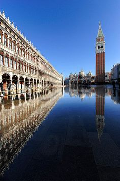 Plaza de San Marcos, #Venecia, Italia. At 9 years old, i remember it to be the most amazing place in the world!