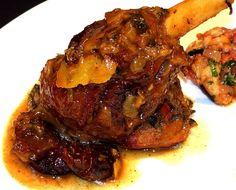 Il n'y a pas de mots pour décrire la réussite de ce plat. C'est l'une des meilleures souris d'agneau que j'ai pu déguster. Si...fondante. Bravo à mon Homme qui s'est inspiré d'une recette marocaine et qui l'a ensuite faite à sa sauce. Et quelle sauce...