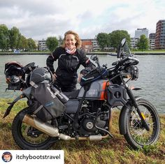 ✔️💯👉🏻 Spot the differences! 🏍 After a couple of very hectic weeks, Dhanno is finally ready for the next adventure! I've done lots of modifications on her, including a custom paintjob, turning Dhanno into the one-and-only Itchy Boots Bi Himalayan Royal Enfield, Fashion Show Images, Enfield Bike, Alaska Adventures, Ducati Motorcycles, Motorbike Girl, Motorcycle Leather, Custom Bikes, Bobber