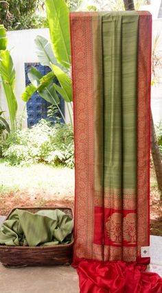 This Benares tussar has a beautiful texture in pista green. The border and pallu are in contrasting light red with anintricate gold zari weave adding elegance to the sari