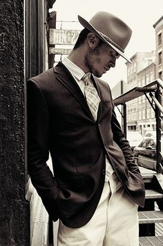 1930's era is evoked - A dark single breasted jacket over light trousers with a clever tie and topped off with Gary Cooper style hat.