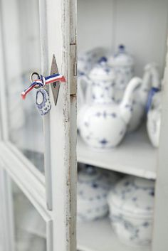 A Classic Dutch House with a Scandinavian Interior - Nordic Design Blue And White China, Mint Blue, Blue China, Red And Blue, Swedish Cottage, French Country Cottage, White Cottage, Country Homes, French Farmhouse