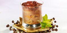 TIRAMISU CHOCO / CAFE (Pour 4 P : 80 g de chocolat noir • 250 g de mascarpone • 3 œufs • 30 g de sucre • 12 biscuits à la cuiller • 15 cl de café froid corsé et non sucré • 2 c à s de liqueur de café • 1 c à s de cacao amer • 1 pincée de sel)