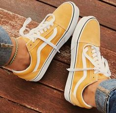 How To Shop For The Perfect Pair Of Shoes – Multi Shopping Fashion Sneaker Outfits, Converse Sneaker, Vans Shoes Fashion, Cute Vans, Yellow Vans, Sneakers Mode, Nike Air Shoes, Aesthetic Shoes, Fresh Shoes