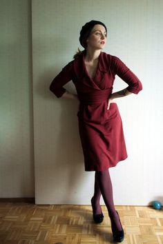The Freelancers Fashionblog wears the Mansfield Dress in Bordeaux! #trashydivamansfielddress