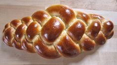 Einfacher Hefezopf mit 4 Strängen / flachen Vierstrangzopf flechten / br... Bread Recipes, Baking Recipes, Middle East Food, Levain Bakery, Bread Shaping, Bread Art, Braided Bread, Bread And Pastries, Challah