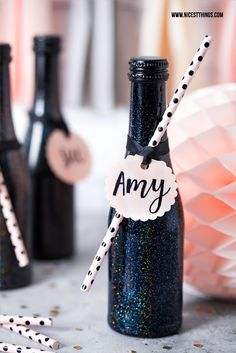 DIY Hologram Party Deco: Champagne Bottle Invitation, Party Planner Source by juliunddiewelt Cute Birthday Gift, It's Your Birthday, Birthday Ideas, Birthday Parties, Diy Silvester, Diy Party Dekoration, Party Deco, Black White Parties, Champagne Party