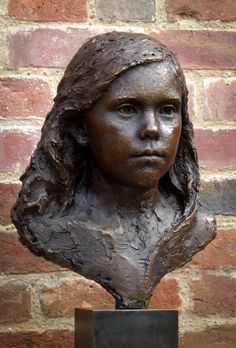 One of the finest portrait sculptors in the world, Mark Richards creates exquisite portraits of children. His work has been compared to 19th century French masters Houdon, Pajou and Carpeaux.