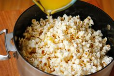 Better Than Movie Theater Homemade Popcorn – Unsophisticook Healthy Popcorn, Flavored Popcorn, Butter Popcorn, Popcorn Recipes, Popcorn Snacks, Popcorn Balls, Gourmet Popcorn, Movie Theater Butter Recipe, Movie Theater Popcorn Butter