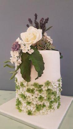 Elegance in Sugar flowers - Cake by iratorte