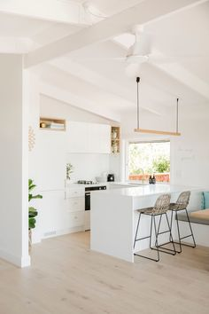 Interior designer Kate Cooper's savvy renovation has reimagined this Sunshine Beach home as a contemporary Airbnb haven. Beach Apartment Decor, Apartment Decorating On A Budget, Apartment Renovation, Apartment Kitchen, Beach House Decor, Beach Houses, Apartment Ideas, Kitchen Ideas Australia, White Kitchen Floor