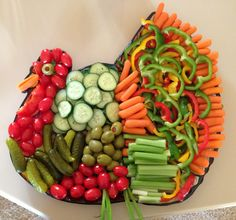 Veggie Platters, Veggie Tray, Food Platters, Thanksgiving Vegetables, Thanksgiving Snacks, Holiday Appetizers, Appetizer Recipes, Fall Recipes, Holiday Recipes