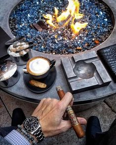 A fine cognac with an expensive cigar is the perfect combination to live a luxury lifestyle. Good Cigars, Cigars And Whiskey, Premium Cigars, Cigar Accessories, Cigar Bar, Cigar Room, Pipes And Cigars, Masculine Style, Billionaire Lifestyle
