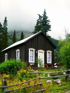 Small Cabin in the Mountains - Cabin Life magazine - Photo by Kimberly Sink Little Cabin, Little Houses, Cozy Cottage, Cottage Homes, Mountain Cottage, Garden Cottage, Cabins And Cottages, Small Cottages, Tiny House Living