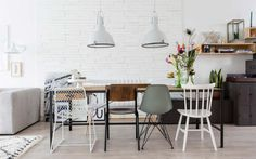 Tough industrial dining table with various dining room chairs - Shopinstijl. Mismatched Dining Chairs, Dining Room Chairs, Dining Table, Table Lamps, Style At Home, Room Inspiration, Interior Inspiration, Dinner Room, Industrial Dining