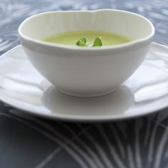 Starters - Green Pea Soup with Champagne (Crème Ninon) Green Pea Soup, Green Peas, Starters, Champagne, Tableware, Ethnic Recipes, Food, Dinnerware, Dishes