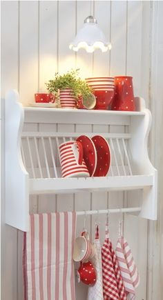 Nice kitchen rack...so useful for keeping nearby those things we use often...and are pretty enough for display.