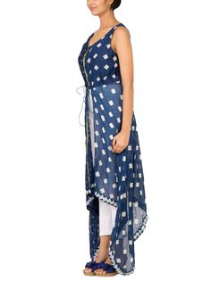 Detailed with an asymmetric hemline and a contrast color centre placket, this sleeveless dress from Myoho is perfect for any casual occasion. Featuring a combination of small and large geometric prints, this indigo dress has a sleeveless scoop neck front and a split front with a tie that cinches at the waist.