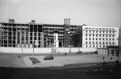 4 iunie 1942. Noul sediu al Ministerului de Interne, in constructie vizavi de Palatul Regal. Cladire adjudecata de comunisti, care au stabilit aici dupa razboi Comitetul Central al PCR.  Source: Willy Praghe