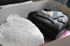 bride n groom heart shaped cakes