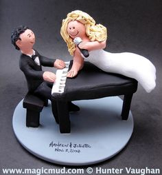 Piano Players Wedding Cake Topper Singer's Wedding Cake Topper, custom created for you! Perfect for the marriage of a Groom and his Singer Bride! $235 #magicmud 1 800 231 9814 www.magicmud.com