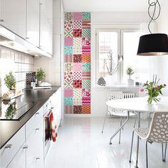Renovar as paredes de casa, os azulejos e até os móveis com papel contact é muito mais fácil do que você imagina. Aprenda essas dicas e transforme sua decoração usando contact (ótimo para decoração de apartamento alugado).