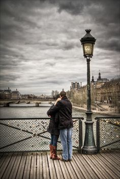 """500px / Photo """"Lovers in Paris"""" by Frédéric Baque"""