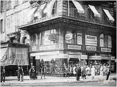 La Canebière. Le chausseur André, une des plus vieilles enseignes de la ville, déjà là en 1900.