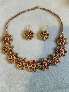 Floral necklace and earrings by noastreasure on Etsy