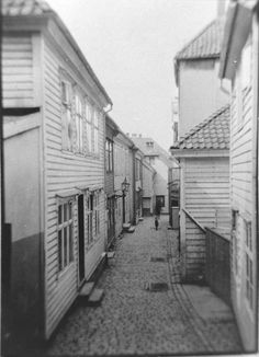 [Nøstesmuget] fra marcus.uib.no Bergen, Old Photos, Norway, Cities, History, Old Pictures, Historia, Vintage Photos, City