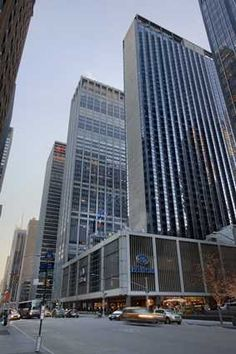 Hilton New York - The largest hotel in Manhattan with 1,981 guest rooms... but still feels like home :)