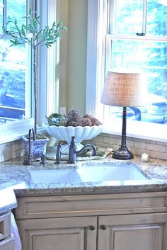 Recessed corner sink /// Make it a farm sink and it would be PERFECT!!!!!!!