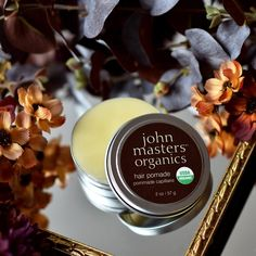E' un leave in? E' un anticrespo? Forse un lucidante! E' la Hair Pomade di John Masters Organics Italia: formulazione 100% biologica per eliminare il crespo e proteggere i capelli dall'uso della piastra.