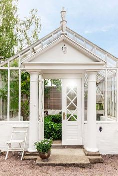 GARDEN STYLE LIVING — fleaingfrance:   FleaingFrance…..stunning garden...